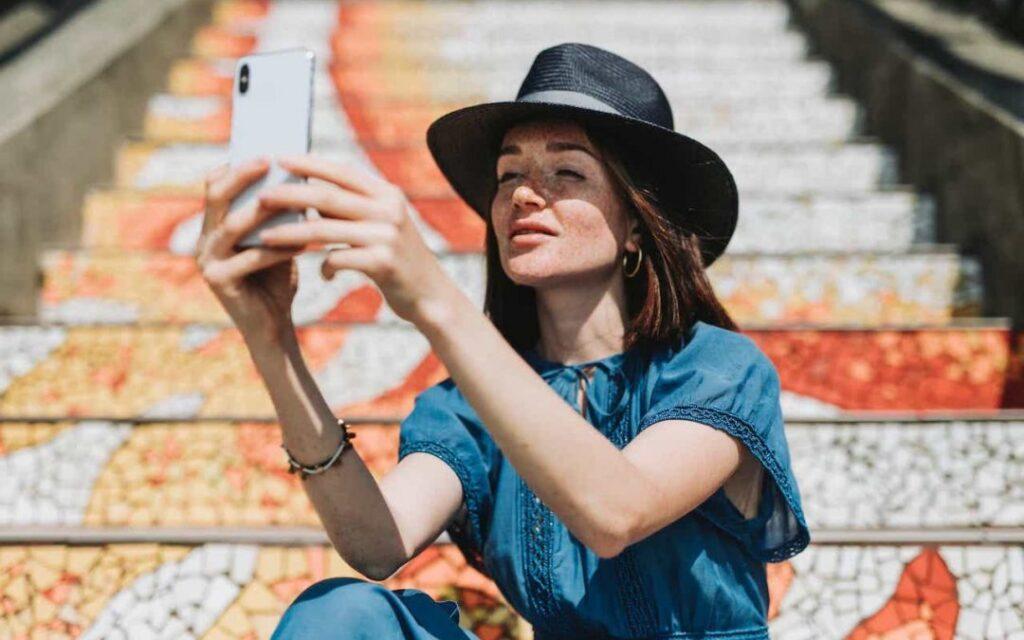 Copertina articolo lista migliori hashtag per selfie